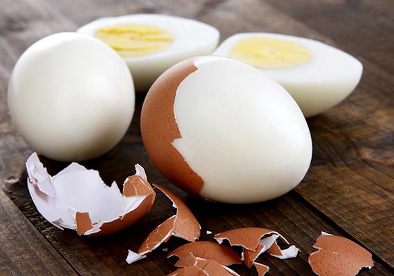 A tojás is tartalmazza a vitamint, emellett pedig rengeteg ásványi anyagot, többek között a haj egészsége szempontjából is igencsak lényeges vasat, illetve cinket is.