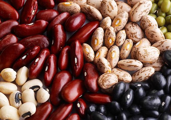 A hüvelyesek nem egyszerűen kiváló fehérjeforrásnak számítanak azok számára, akik nem fogyasztanak húst, de a Nurses Health Study szerint a lencse, a csicseriborsó és a bab olyan antioxidáns vegyületeket is tartalmaz, amelyek csökkentik a mell-, illetve több más rákfajta rizikóját. Emellett kiváló kalcium-, vas- és B-vitamin-források.