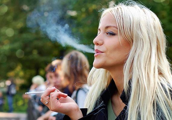 A dohányzással nem csak egészségedet rombolod - csókolózásnál sem válik előnyödre, ha hamutartószagot árasztasz.