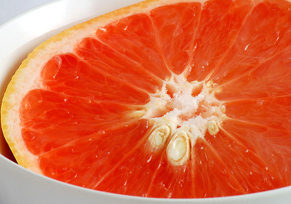 Vásárolj grépfrútmagolajat a gyógyszertárban! Nem csupán immunerősítésre, de Candida-fertőzés ellen is kiváló - csepegtesd a teádba minden nap.