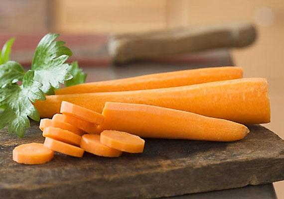 A sárgarépában található A-vitamin jótékony hatással van a látóidegekre - ha az egész napos monitor előtti munka okozza a fájdalmat, akkor rágcsálj répát!