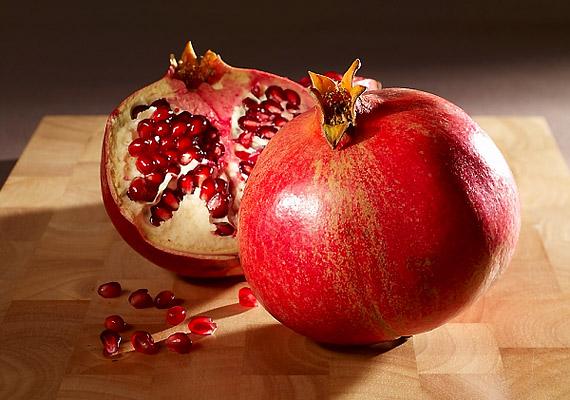 A gránátalmában lévő ellágsavnak köszönhetően a gyümölcsből készült ital védelmet nyújt a környezetből származó méreganyagokkal szemben is.