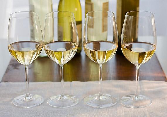 A borban található alkohol - etilalkohol - szárító hatású, csökkenti a nyáltermelést, így felelős lehet a rossz leheletért.