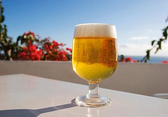 A sör alkoholtartalmából adódóan szárítja a szájüreget, ugyanakkor a benne lévő sörélesztő is felel a kellemetlen leheletért.