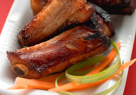 Bár a sertéshús nem tartozik a kifejezetten egészséges táplálékok közé, nem kell teljesen kizárnod az életedből. Szintén gazdag triptofánforrás.