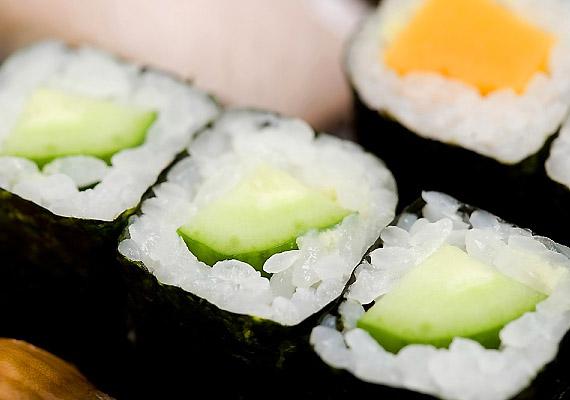 100 g alga 639 mg triptofánt tartalmaz. Ha erőt vett rajtad a tél végi lehangoltság, iktasd be étrendedbe a sushit.