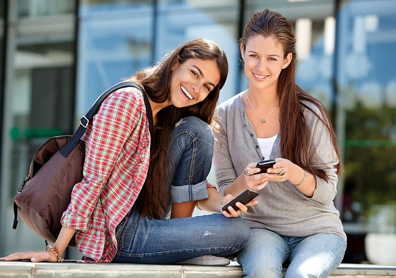 A Kaliforniai Egyetem vizsgálatai szerint azoknál, akik gyakran élnek társas életet, a fehérvérsejtek intenzívebben működnek. Vagyis baráti kapcsolataid is segítik megőrizni az egészségedet.