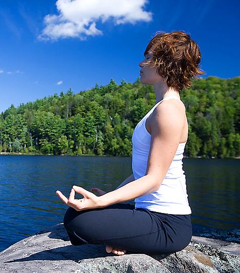 Jóga                         A keleti mozgásforma gyakorlásával nem csak a megfelelő fizikai erőnlétet érheted el, hanem megtanulhatsz befelé figyelni, meghallani tested jelzéseit. Éppen emiatt segít a jóga abban, hogy enyhítsd a pszichés feszültséget és megszüntesd a fejfájást.                         Kapcsolódó cikk:                         Ez a mozgásforma a depresszió ellenszere! »