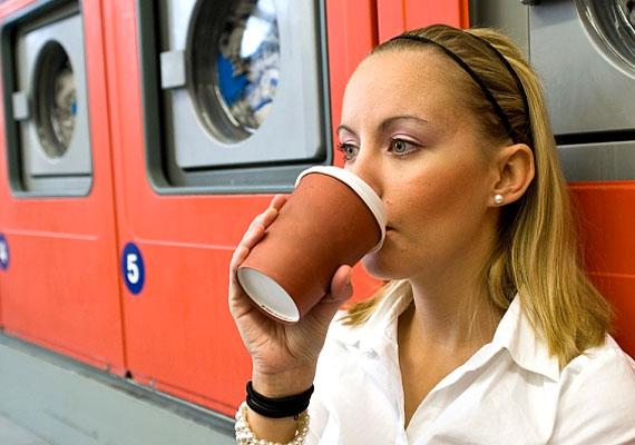 A hétköznapi rohanás közben is fontos a rendszeres, kiegyensúlyozott étkezés. Ha a vércukorszinted 2,2 mmol/l alá csökken egy étkezés halasztása vagy kimaradása esetén, könnyen kialakulhat úgynevezett hipoglikémiás fejfájás.