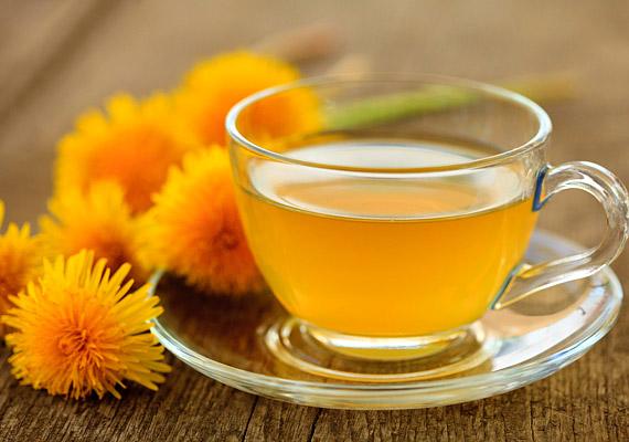A pitypang - Taraxacum officinale - epehajtó, vízhajtó és veseserkentő hatású. A gyógyászatban a növény összes részét alkalmazzák, de főleg a levele és a gyökere gazdag hatóanyagokban. Zöldjében található réz, cink, de számos aminosav, flavonoid és keserűanyag is. Így készíts felfázás elleni teát belőle!