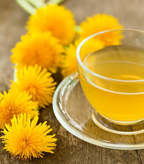 Pitypang  A pitypang - Taraxacum officiale - összes részét alkalmazzák, de főleg a levele és a gyökere gazdag hatóanyagokban. Zöldjében található réz, cink, de számos aminosav, flavonoid és keserűanyag is, a gyökér pedig nagy mennyiségű káliumot, karotinoidot, C-és E-vitamint tartalmaz. A pitypang epehajtó, vízhajtó és veseserkentő hatású.  Kapcsolódó cikk: Felfázás ellen: így készítsd a csalán- és a pitypangteát! »