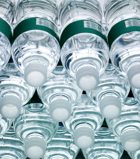 Víz  A gyógyteák mellett érdemes szénsavmentes vizet is fogyasztanod. Felfázás esetén naponta legalább két liter folyadékot kell meginnod. A híg vizelet egyrészt kevésbé tápanyagdús közeg a baktériumok számára, másrészt a gyakori vizeletürítés segíti a kórozók távozását.
