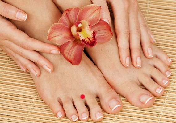 A Gy-44 nevű pontot a második és a harmadik lábujj közötti úszóhártyán találod. Masszírozása elsősorban akkor segít, ha a fájdalom az alsó állkapocsban jelentkezik.
