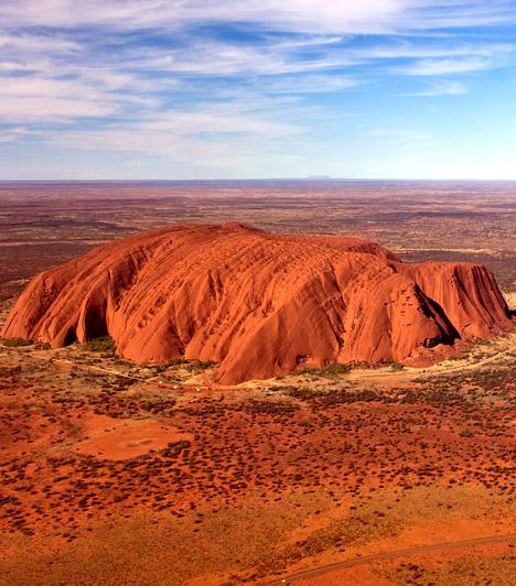 Uluru - Ausztrália                         A Világ napfonatcsakrája Ausztráliában, Uluruban található. Az őslakosok hite szerint az itteni vörös hegy - mely a világ legnagyobb egybefüggő sziklatömbje - mágikus erővel bír.
