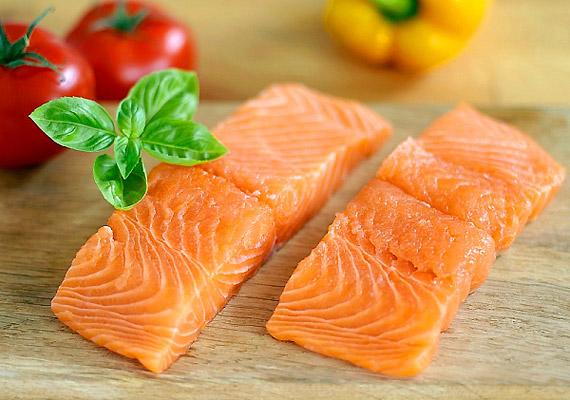 A vadon fogott lazac a gyulladáscsökkentő hatású omega-3 zsírsavak biztos forrása. Bár hazánkban a tengeri halak fogyasztásának nincs nagy hagyománya, érdemes hetente két alkalommal beiktatnod az étrendedbe ezt a fajta táplálékot.