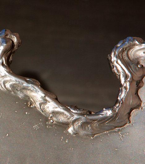EzüstkolloidAz ezüstkolloid vöröses-sárgás átlátszó folyadék, mely ionizált vízbe kevert ezüstrészecskéket tartalmaz. Az összes testfelszínen jelenlévő vagy a szervezeten belül élő baktérium és vírus ellen hatásosan alkalmazható, remek gyulladáscsökkentő hatással bír.Kapcsolódó cikk:Ezüstkolloid: Candida, rák, gyomorfekély és HPV ellen »