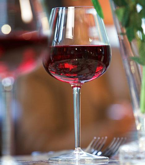 VörösborSok egészségügyi problémától szabadulhatsz meg a vörösbor gyulladáscsökkentő hatásának köszönhetően. A vörösbor segítségével az emésztőrendszeri megbetegedések, a gyomor- és bélgyulladás kellemetlen tüneteit is megszüntetheted.Kapcsolódó cikk:A vörösbor 3 áldásos egészségügyi hatása »