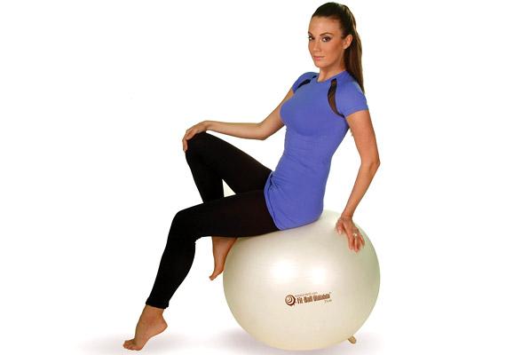 Az R-med ülőlabda előnye a fitneszlabdához képest, hogy apró lábainak köszönhetően használaton kívül sem gurul el a helyéről. Ülés közben instabilitást okoz, hiszen folyamatos mozgást idéz elő a fenék alatt, ennek köszönhetően pedig a gerinc körüli izmokban is. Mérettől függően ára 4999 és 10 ezer forint között mozog.