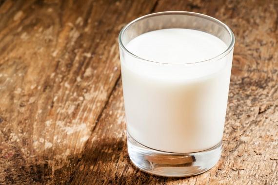 Már nagyanyáink is tudták, hogy nincs jobb ellenszere a gyomorégésnek, mint egy nagy pohár tej, elsőként érdemes tehát ennek elkortyolgatásával próbálkoznod.