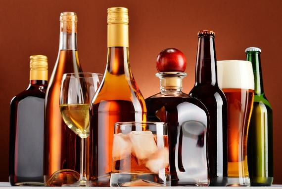 A cikk szerint túl sokan füllentenek az alkoholfogyasztással kapcsolatban, ennek viszont nagyon súlyos következményei is lehetnek. Ha például valakinek nem jók a májfunkciói, és letagadja, hogy ennek köze lehet az alkoholhoz, félrekezelhetik, nem beszélve arról, hogy bizonyos gyógyszereket nem is lehetne szedni alkoholfogyasztás mellett, a súlyos problémákkal járó kölcsönhatás miatt.