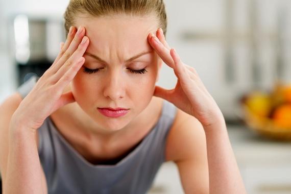 A cikk szerint nem ritka az sem, hogy a páciens a kezelés hatására jelentkező mellékhatásokról nem számol be, mivel vagy szégyelli azokat, vagy attól fél, ha kiderülnek, abbamaradhat a kezelés. Utóbbira azonban valószínűleg nem kerülhet sor, a dózis vagy éppen a gyógyszer típusának megváltoztatására azonban szükség lehet a nagyobb baj elkerülése érdekében, a mellékhatások ugyanis súlyosak és veszélyesek is lehetnek. A másik véglet, ha valaki túloz ezek tekintetében, mert úgy véli, az orvos máskülönben nem fordít rá kellő figyelmet, farkast kiáltani azonban legalább olyan rossz ötlet, mint titkolózni.