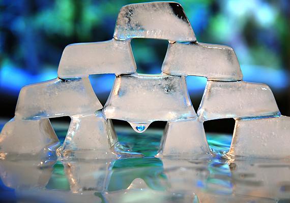 A jég talán a legegyszerűbb házi gyógymód a herpesz ellen: leviszi a duzzanatot és csillapítja a fájdalmat. Érdemes már az első tünetek jelentkezésekor bevetned - így megúszhatod egy kisebb hólyaggal.