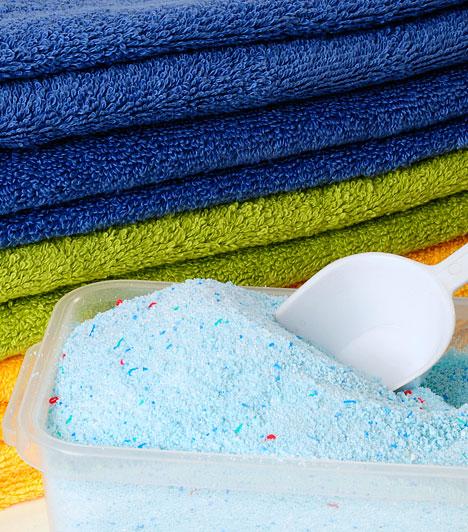 Dietil-ftalát - mosópor                         Az alkohol denaturálásához használt dietil-ftalát elsősorban a mosóporokban, a kozmetikumokban és a PVC-ben található meg. Az egyik legveszélyesebb összetevő, amely hozzájárulhat a nemi hormonok túl alacsony szintjéhez, de károsíthatja az immunrendszert és elősegítheti a rák kialakulását is.                         Kapcsolódó cikk: Egészségre káros adalékok a tisztítószerekben »