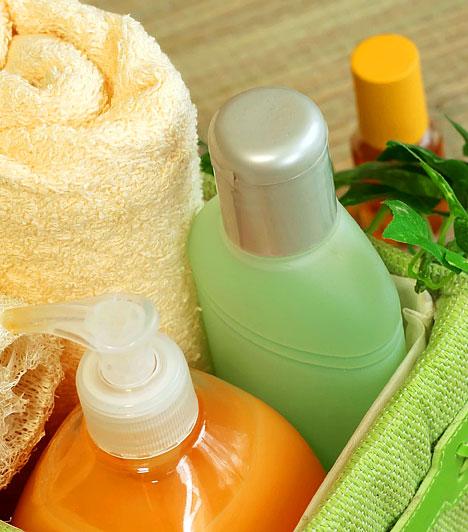 Dietanolamin - testápolóSzerepet játszhat a rák kialakulásában a dietanolamin, röviden DEA. Ezt a színtelen vagy kristályos alkoholt oldószerek, valamint tisztítószerek gyártásához használják, de testápolók is tartalmazzák, mivel jól hidratál, ezáltal puhává varázsolja a bőrt.Kapcsolódó cikk:Egészségre káros adalékok a tisztítószerekben »