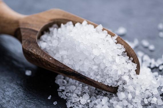 A jód elengedhetetlen a pajzsmirigy megfelelő működéséhez, alulműködés esetén pedig könnyen kialakulhat túlsúly, illetve krónikus fáradtságérzet. Ha téged is érint ez a probléma - érdemes a pajzsmirigy-működés tekintetében vérképvizsgálatot kérni -, ajánlott többet fogyasztani jódozott sóból, de más jódban gazdag táplálékokat is megismerhetsz, ha ide kattintasz.
