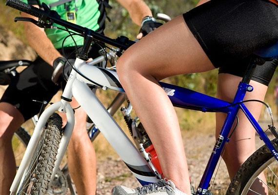 A rendszeres testmozgás élénkíti a keringést, edzésben tartja az izmaidat, javítja a közérzeted, megóv az elhízástól, és még számos pozitív hatást lehet. Egy, a PLOS Medicine orvosi szakfolyóiratban megjelent kutatásban tudósok számszerűsítették, hogy hány plusz évre számíthatsz, ha aktívan sportolsz.