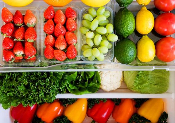 A világ számos egészségügyi szervezete ajánlja a napi ötszöri zöldség- és gyümölcsfogyasztást - nem véletlenül. Egy, az American Journal of Clinical Nutrition című szaklapban megjelent tanulmányban a kutatók arra hívják fel a figyelmet, hogy átlagosan három évvel korábban halnak meg azok, akik sohasem esznek zöldséget és gyümölcsöt.
