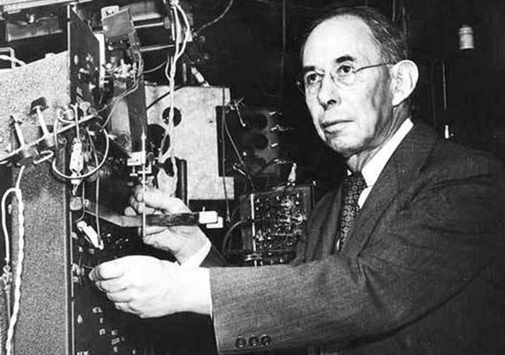 Joseph Erlanger (1874-1965) amerikai fiziológus 1944-ben kapott orvosi Nobel-díjat az idegrostok különböző fajtáinak felfedezéséért. A kardiovaszkuláris rendszer működésével, illetve a szívbetegségek megelőzésnek lehetőségeivel is sokat foglalkozott, vérnyomásmérőt tervezett és épített.
