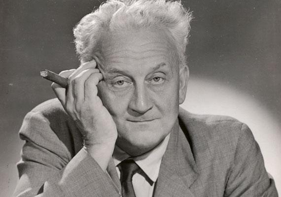 Szent-Györgyi Albert (1893-1986), a C-, illetve P-vitamin felfedezőjének munkásságát 1937-ben orvosi és élettani Nobel-díjjal ismerték el. Hosszú életének titkát sokan a nagy dózisban szedett C-vitaminban látják. A 93 éves korában elhunyt tudós napi 1000 mg-ot evett az immunerősítő vitaminból.