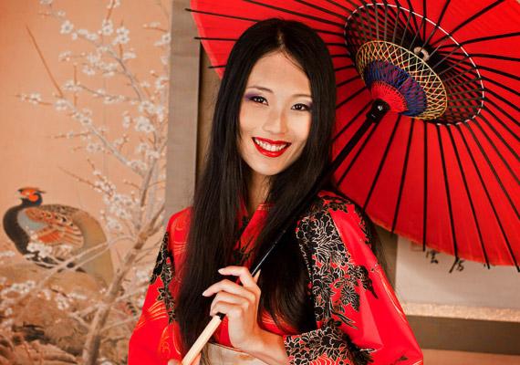 Japánban a születéskor várható átlagéletkor ugyancsak 84,46 év - mindössze pár századdal maradt el Makaó mögött. A japánok hosszú életüket elsősorban a családcentrikus szemléletmódnak, a rendszeres mozgásnak és a mértékletes, egészséges ételekből álló étrendjüknek köszönhetik. Tudj meg többet erről korábbi cikkünkből!