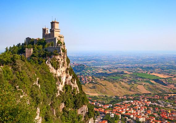 San Marino a világ egyik legkisebb országa - mindössze 60 négyzetkilométer, lakossága 28 400 fő -, Európa déli részén helyezkedik el, Olaszország ölelésében. Az itt élő nők születéskor várható átlagéletkora 85,94. Hosszú életük titka vélhetően a kiváló természeti adottságoknak, a viszonylag stresszmentes életnek, valamint az ország jó gazdasági helyzetének köszönhető.