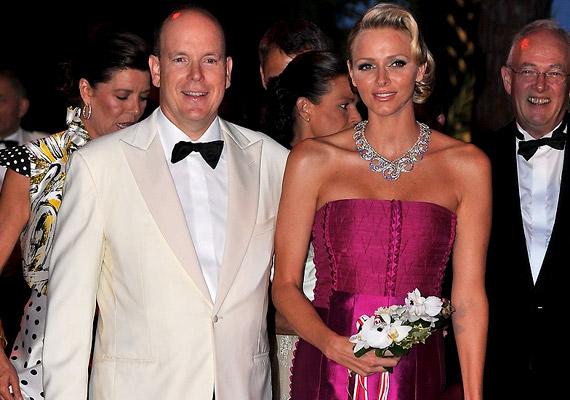 2012-es adatok szerint jelenleg Európában - illetve a világon - Monacóban a legmagasabb a születéskor várható átlagéletkor. II. Albert hercegnek és feleségének, Charlene-nek a statisztikusok 89,68 évet jósolnak. A magas átlagéletkor köszönhető az állam gazdagságának, a szinte nem létező munkanélküliségnek, illetve annak, hogy Monacóban nem kell adót fizetni.