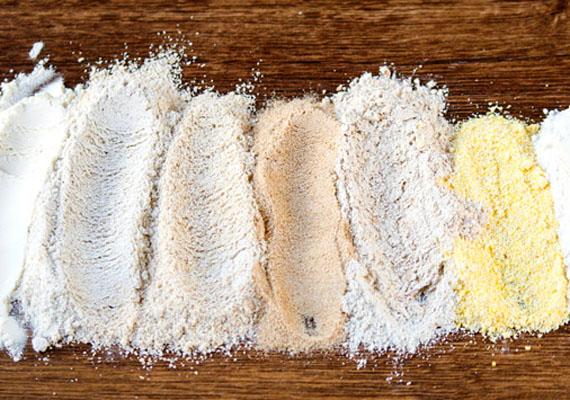 A fehér liszt amellett, hogy hizlal, az egészségre sincs jótékony hatással, hiszen finomított szénhidrátot tartalmaz. Érdemes helyette egészségesebb megoldást keresni: főzelékek sűrítésére például zablisztet, otthoni kenyérsütéshez teljes egészében teljes kiőrlésű lisztféléket, süteményekhez pedig kiválóak például a maglisztek.