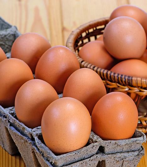 TojásA tojás kicsit olyat, mintha egy természet által készített konzerv lenne. Értékes fehérjéket, a szervezet számára nélkülözhetetlen zsírokat, vitaminokat és lecitint tartalmaz. Kiváló reggeli, bármilyen formában fogyasztod is. Mindössze szénhidrátban és C-vitaminban szegény.Kapcsolódó cikk:1 db tojás: tényleg minden tápanyagot tartalmaz? »