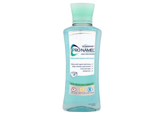 A Sensodyne Pronamel csak néhány drogériában kapható, összetétele hasonló, mint az azonos nevű, ínybetegségekre készült fogkrémnek. Ára 2000 forint körül mozog.
