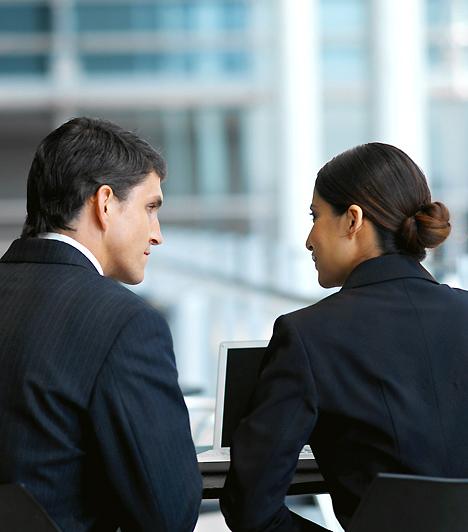 Menedzserbetegség  A szókapcsolat arra utal, hogy a probléma korábban jellemzően a vezető beosztásban dolgozó igazgatókat, cégvezetőket érintette. Mára a betegség általánosabbá vált és a stressz által előidézett betegségek a nőket is fenyegetik. Ennek számtalan jele és következménye lehet: a fejfájástól kezdve az emésztési zavarokon át egészen az immunrendszer gyengüléséig.  Kapcsolódó cikk: Veszélyes munkahelyi ártalmak »