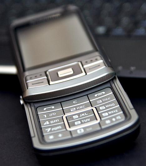 Céges mobil  Bár a céges mobil hasznos lehet, ha nem szeretnéd a saját telefonszámládat terhelni. Amennyiben viszont tízen használjátok ugyanazt a készüléket, légy tisztában vele, hogy nem kevés baktérium tanyázik rajta. Érdemes hetente egyszer fertőtlenítened a telefont - így elkerülheted a fertőzésveszélyt.  Kapcsolódó képgaléria: 10 veszélyes hely, ahol hemzsegnek a kórokozók »