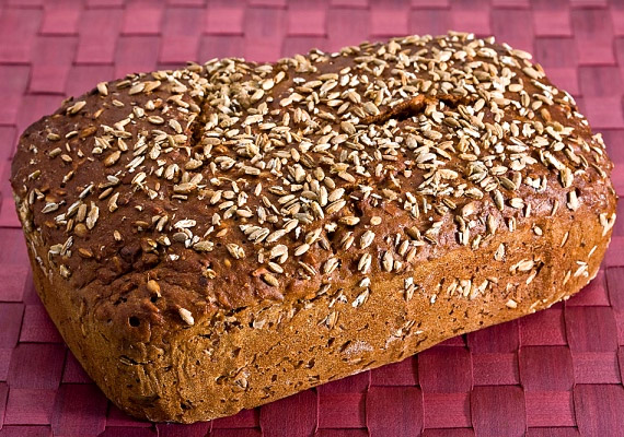 A fehér kenyeret cseréld le teljes kiőrlésűre. A magas rosttartalom segít majd az emésztési panaszok megszüntetésében.
