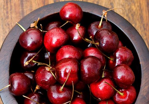 A meggyhez hasonlóan a cseresznye is anticianin nevű antioxidáns vegyületeinek köszönheti izomregeneráló hatását. Ezen kívül fogyasztó hatással is rendelkezik.