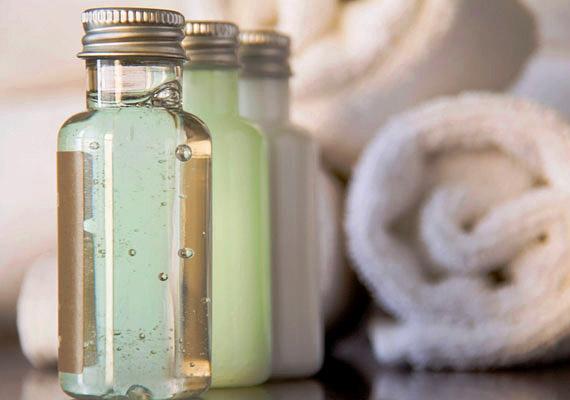 A gyulladáscsökkentő mentol-, rozmaring-, levendula- vagy zsályaolajat tartalmazó krémek is sokat segítenek.