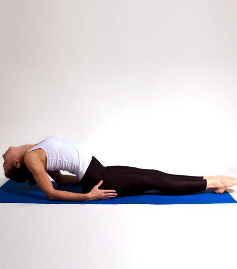 Halpóz - Matsyasana  A halpóz nemcsak a hát területét nyújtja finoman, de javítja az agy vérellátását, ezáltal segít elmulasztani a fájdalmat. A gyakorlat felépítése során az utolsó mozdulat a fejtető óvatos lehelyezése legyen a szőnyegre. Amikor pedig bontod a gyakorlatot, ezzel a mozdulattal kezdj.