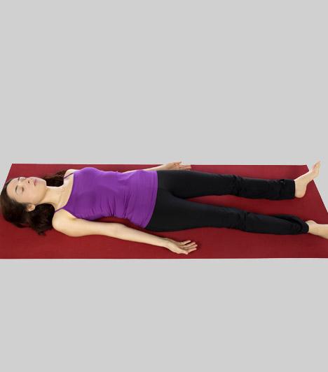 Hullapóz - Savászana  A hullapóz minden jógaóra végi relaxáció elmaradhatatlan ászanája. Segít helyreállítani a vérkeringést - csökkentve ezáltal a fájdalmakat -, megnyugtatja a testet-lelket, feloldja az izmokban felgyülemlett feszültséget.