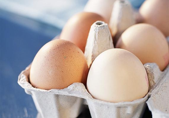 10 dkg tojásban körülbelül 40 mg kalcium található.