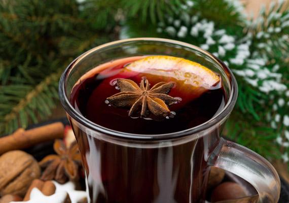 A kínai csillagánizs a vírusok szaporodását gátló fehérjét, az interferont serkentő gyógynövények közé tartozik. A belőle főzött tea segít elkerülni a náthát és az influenzát. Korábbi cikkünkre kattintva többet is megtudhatsz róla!