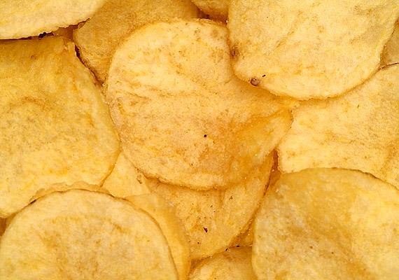 Bár a chips alapvetően nem számít egészséges tápláléknak, a zacskó hátoldalán látott E100-as adalékanyagtól nem kell megijedned - ez ugyanis a kurkuma.