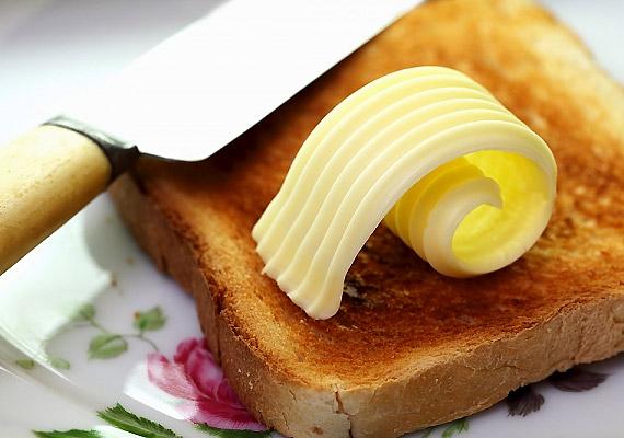 A lecitin - E322 - számos élelmiszerben - például margarinban, vajban, csokoládéban - megtalálható természetes vegyület. Származhat többek között szójababból vagy napraforgómagból.